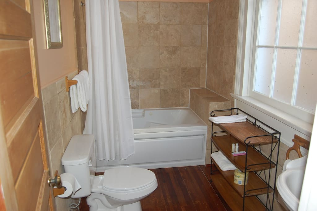 Nine room inn steps from the french quarter chambres d for Chambre d hotes orleans