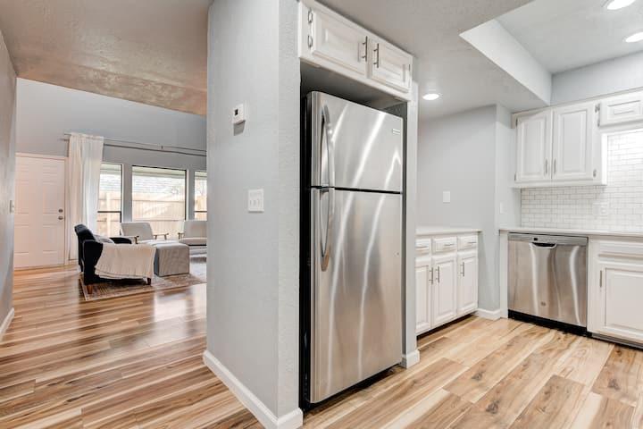 Stylish 2 Bedroom, Clean Home Near Downtown OKC