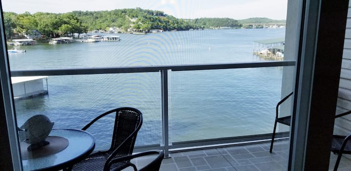 Gorgeous Lakefront 3 bed/3 bath upgraded condo