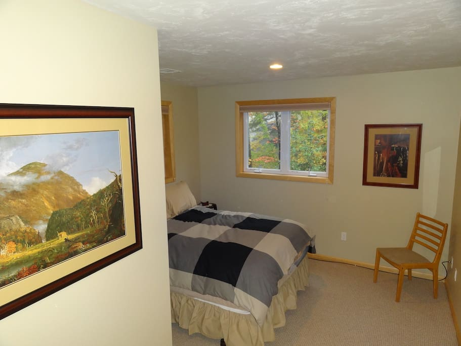 QUEEN BED WITH FULL BATH RIGHT OUTSIDE DOOR