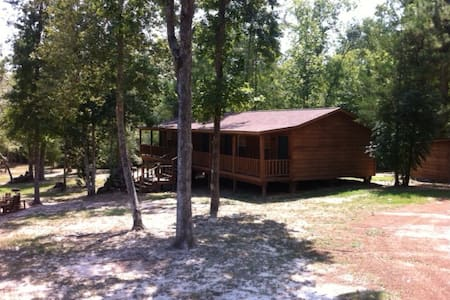 The Botanist Cabin Lodge Nature Getaway - Livingston - Cabanya