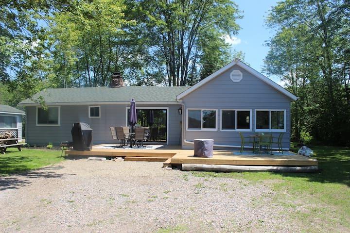 Charming Lakefront Cottage on Twelve Mile Lake