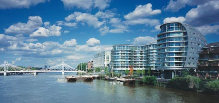 1 bedroom modern apartment on the river Thames