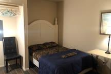 Half-duplex #2 near hwy 121, furnished, internet