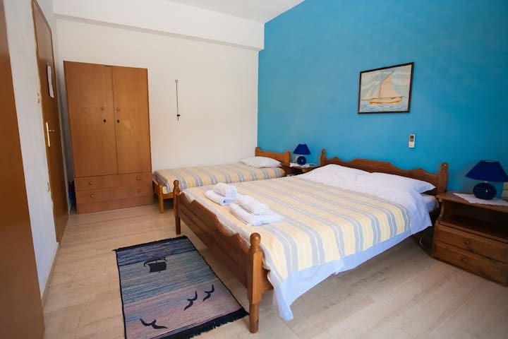 Apartment with Balcony and two beds - Lagkada - Condominio
