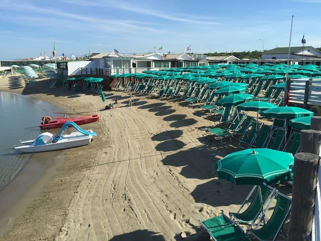 Affittiamo  CHALET sulla spiaggia - Marina di Pisa