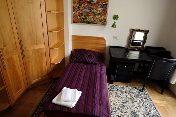10 min city centre COZY ROOM for SOLO travellers - Prague
