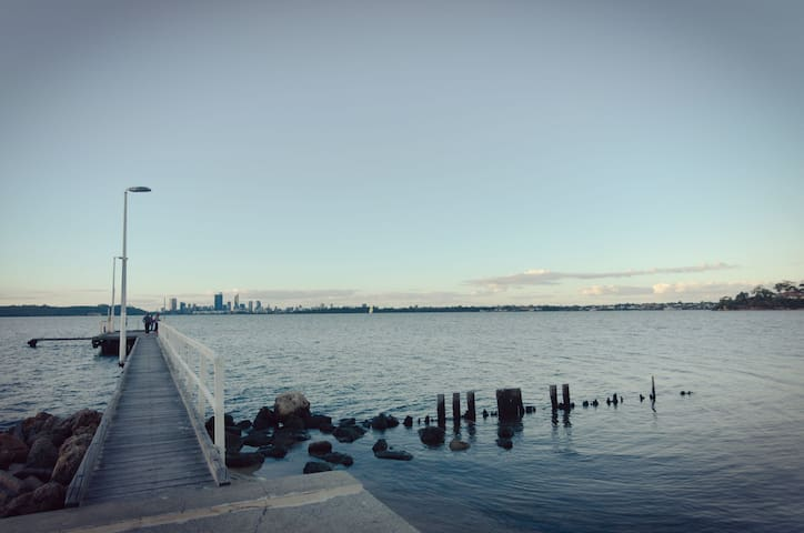 Enjoy your sunset at the Applecross Jetty with Perth city at glance. 10mins drive from Brentwood