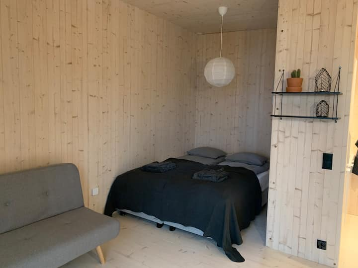 Peaceful Scandinavian tiny house near airport