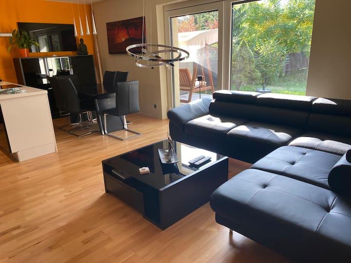 Luxuriös eingerichtetes Apartment in Seenähe