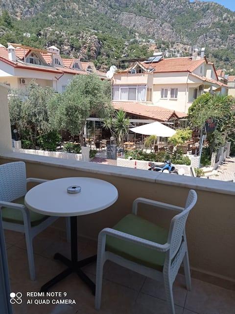 Σε κεντρική τοποθεσία διαμέρισμα στο Turunç, Marmaris, σε κοντινή απόσταση με τα πόδια από τη θάλασσα