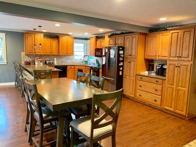 Large kitchen and dining area. Table can seat 10 with leaf.