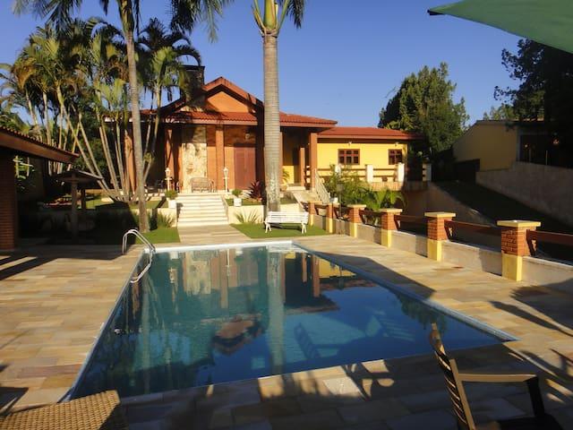 Casa em Paraíso Familiar em Jundiaí com web 36 mb