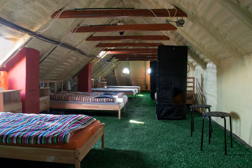 Open Plan Attic - sleeping quarters. (Ideal for kids sleep overs/larger events with our other properties.)