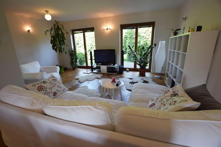 Przytulny pokój na przedmieściach
