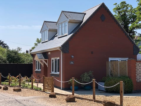 Lovely Cottage just 100m from the Beach