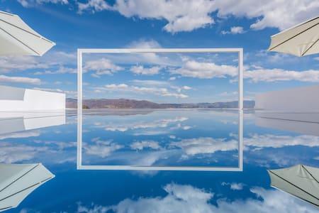 【拍照基地】8305  35平米独享露台大床【天空之境】【安静唯美小院】〖拍照基地〗古城边