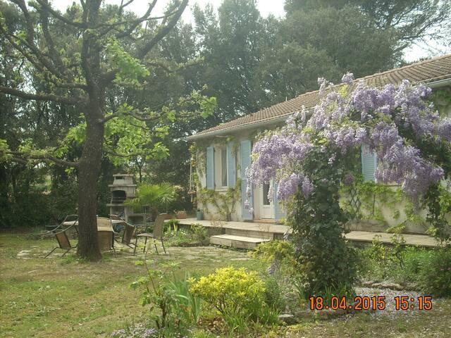 à 4 km d'Uzès (Gard) dans une villa