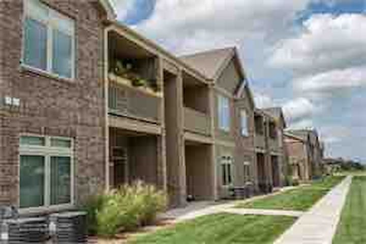 Top Hutchinson location, Modern, Clean 1 bdrm apt