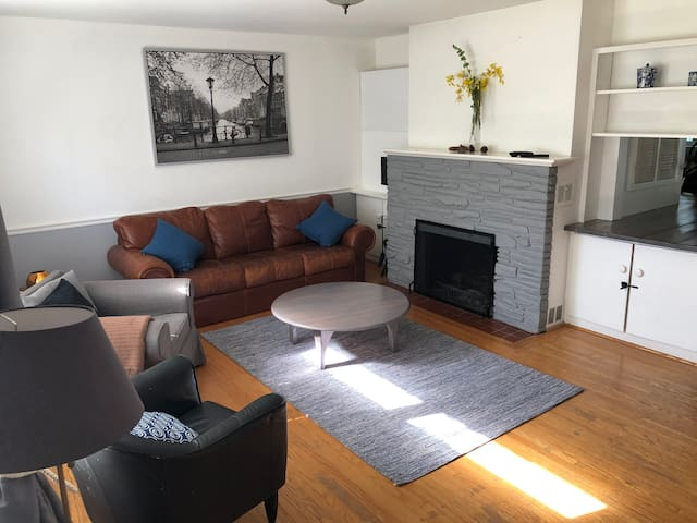 Charming 2 bed room in the nice Oakville town