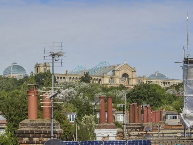 Alexandra Palace & easy access central London