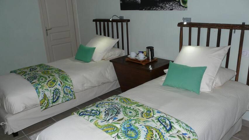 chambre  2 lits - Le Vigan - Rumah Tamu