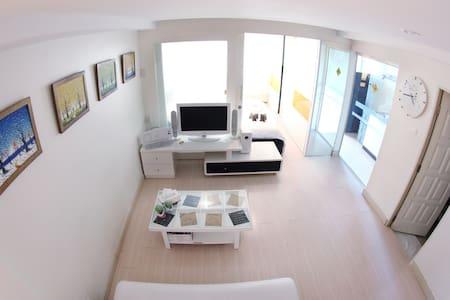 Clean Modern Cozy 10min to DMK - Bangkok - Apartment