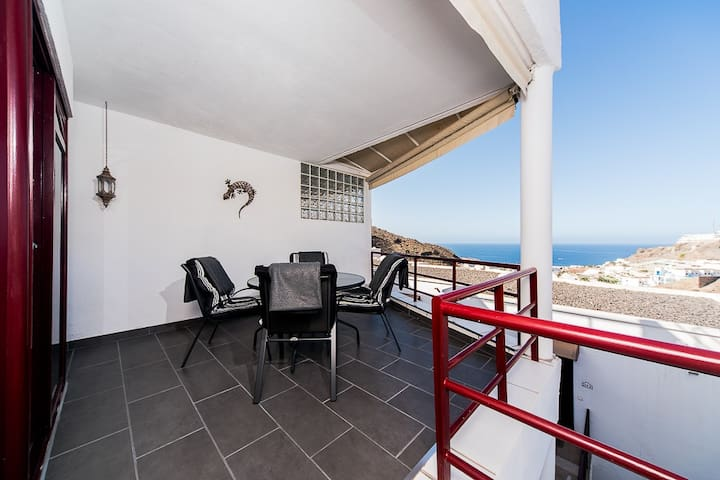 Apartment with ocean view and wifi