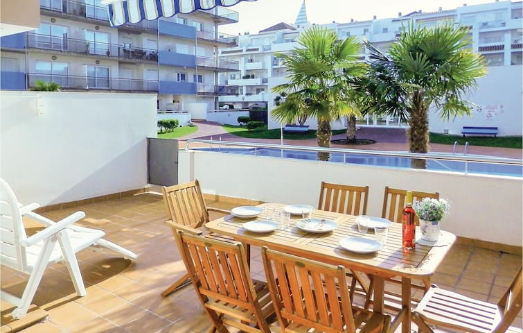 Holiday apartment with 2 bedrooms on 65m² in Roses