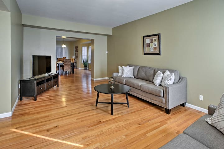 Luxe St. Louis Home in Central West End By SLU, WU