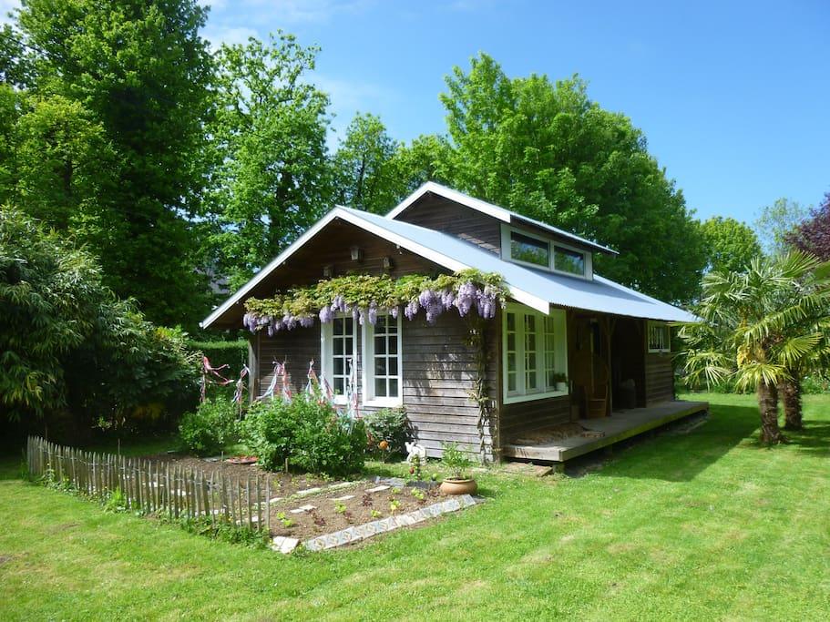 la cabane au fond du jardin maisons louer le havre normandie france. Black Bedroom Furniture Sets. Home Design Ideas