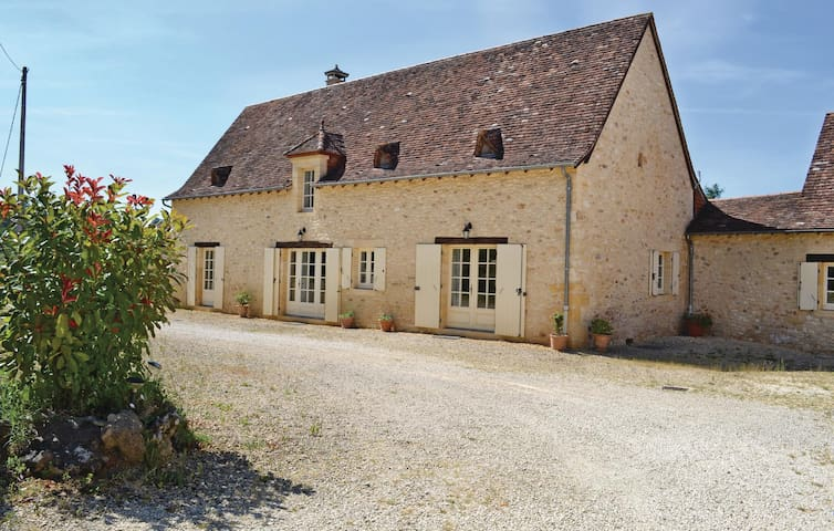 Holiday cottage with 2 bedrooms on 0 m² in Savignac-de-Miremont