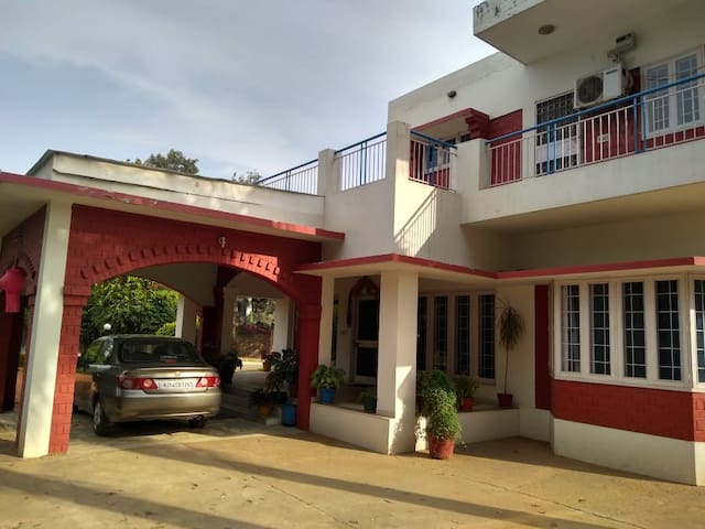 Vintage 3 BHK Farmhouse by MapMyRoom