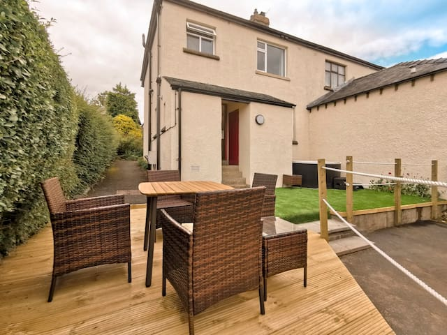 Ellerthwaite Place- 2 Bedroom House with Hot Tub