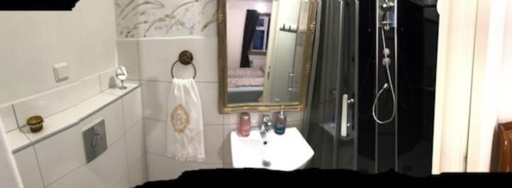 Bright hotel-like private room at center Akureyri