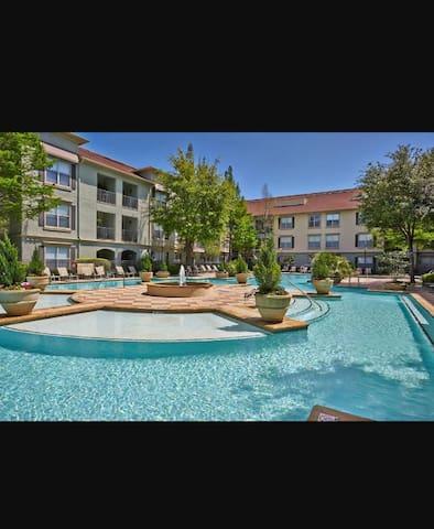 Beautiful Urban Area 1 bedroom luxury apartment!!