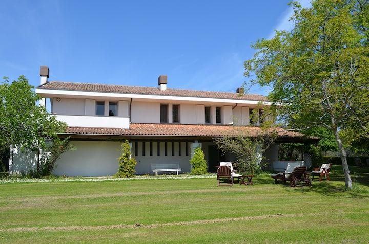 Villa con ampio giardino e panorama meravigliosa.