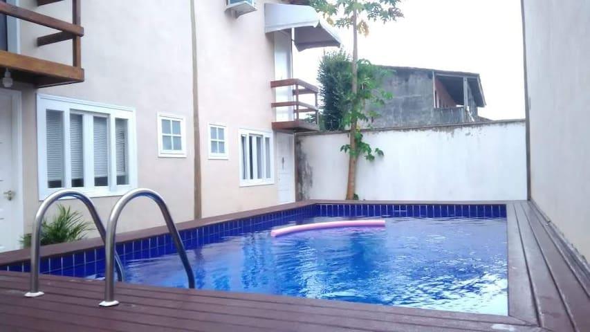 Lindo Chalé em Maresias com piscina