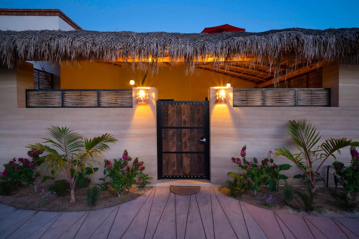 Cozy, beautiful, 2-bedroom casita near beach!