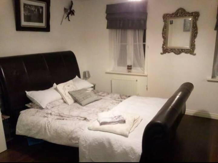 Durham adjacent - Private ensuite room