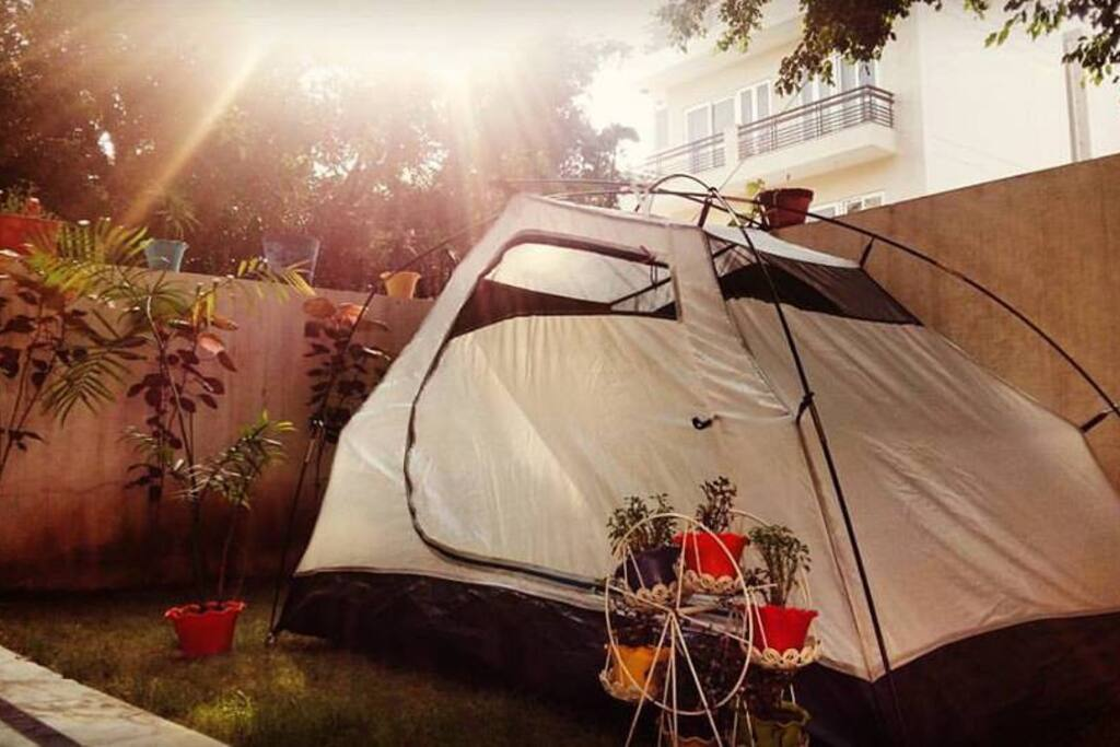 Our bedroom doesn't have a fake ceiling and LED lights, but it has some real flowers and moonlight. We don't have to go outdoors to be outdoors. Meet our new lawn camp.