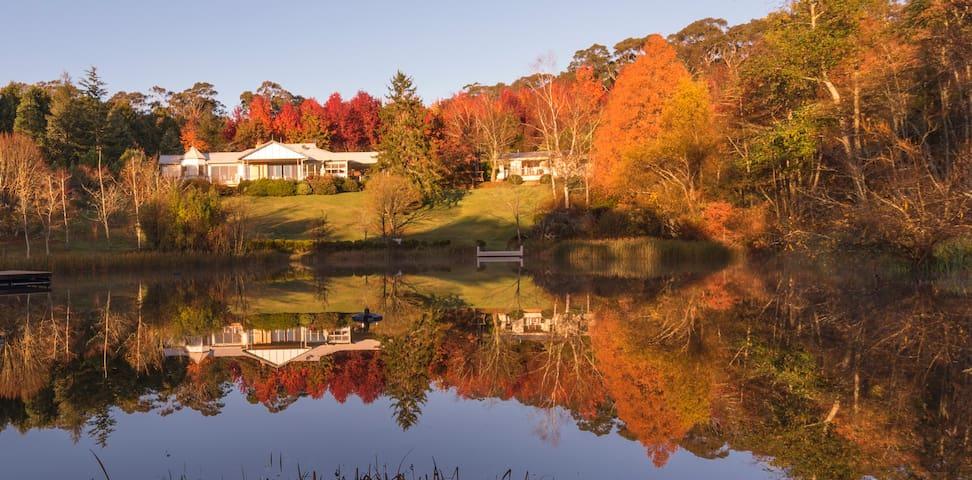 Dantosa Blue Mountains Retreat: +lake, sleeps 16+