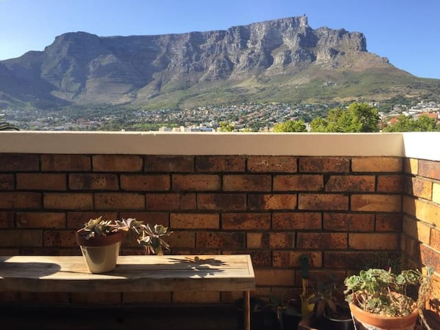 Cape Town apartment. Great views. Location!