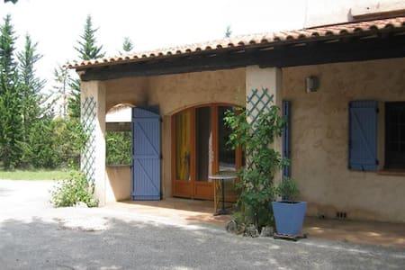 Ruime vakantiewoning in Le Val, Aix en Provence - Le Val - Mökki
