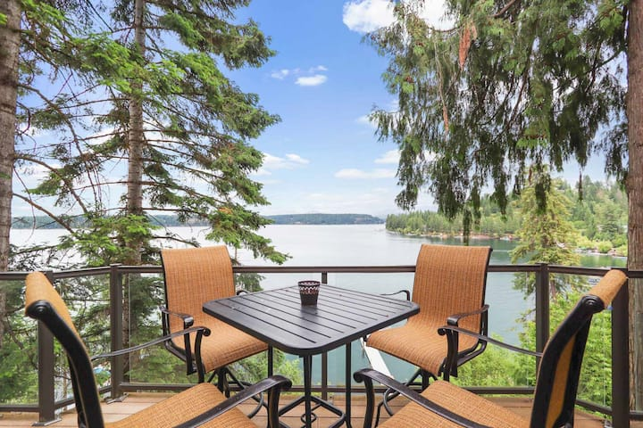 New listing! Lakeside home w/ private sauna, game room & home theater!