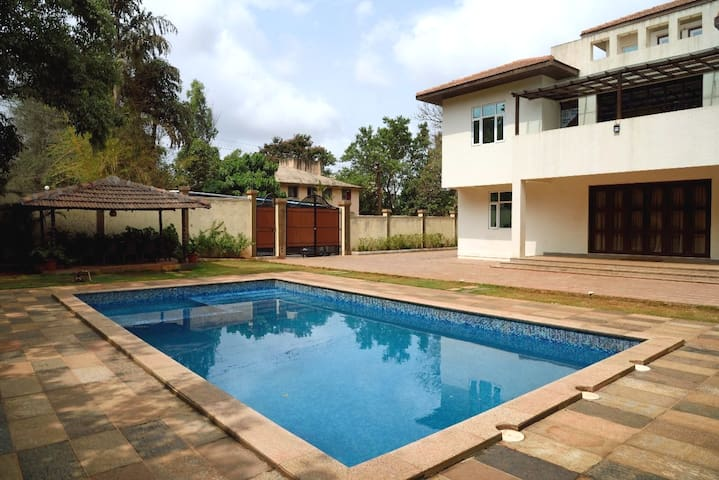 6 bhk Luxurious Villa with Private Swimming pool