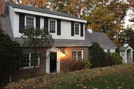 Charming Red Brick Cottage ! - Weston