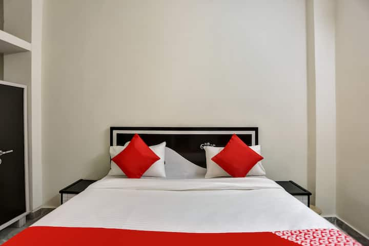 OYO  Saver Double SMART Furnished Room in Delhi