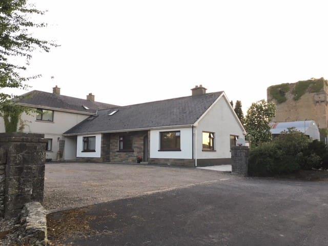 Ballyallinan Castle