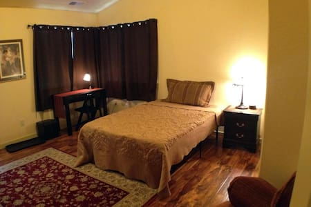Room #1: Private entry annexed Guest Quarters - Ashland